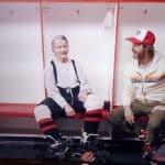 98-jarige speelt nog wekelijks ijshockey in Forever Young op NPO3