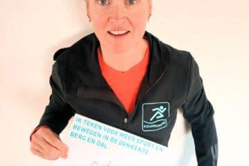 Henriette Driesen-Joanknecht bij het ondertekenen van het sportakkoord van gemeente Berg en Dal.