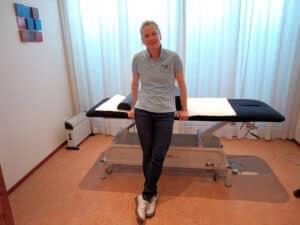 Henriette Driesen-Joanknecht van Sport sneller voor de massagetafel.
